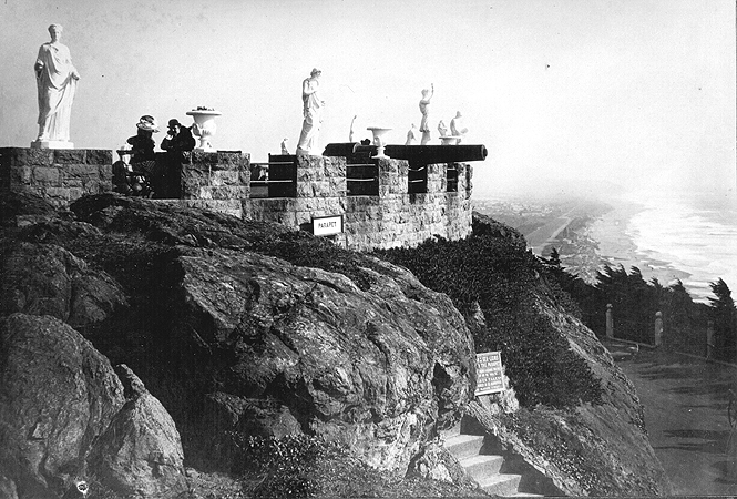 Sutro_parapet_with_statues_1890s