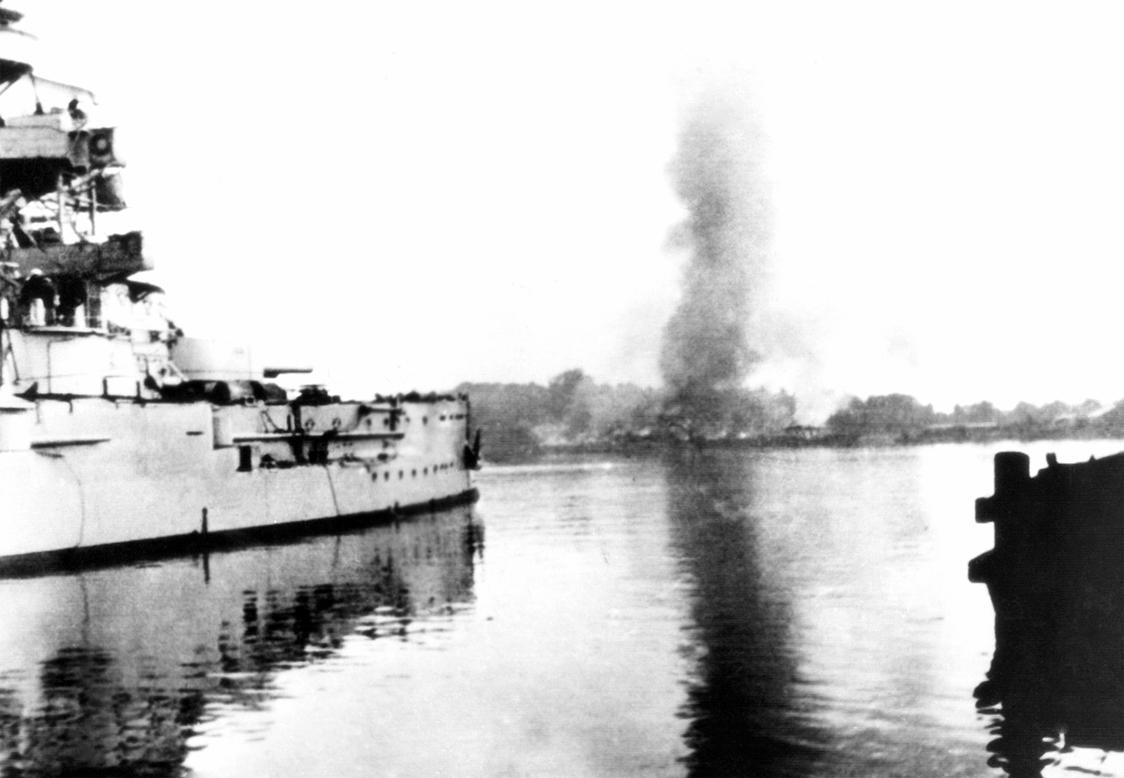 Schleswig-Holstein bombing Westerplatte.