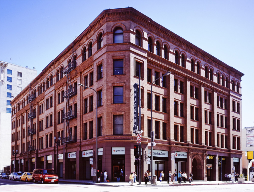 Bradbury_building_Los_Angeles_c2005_01383u_crop