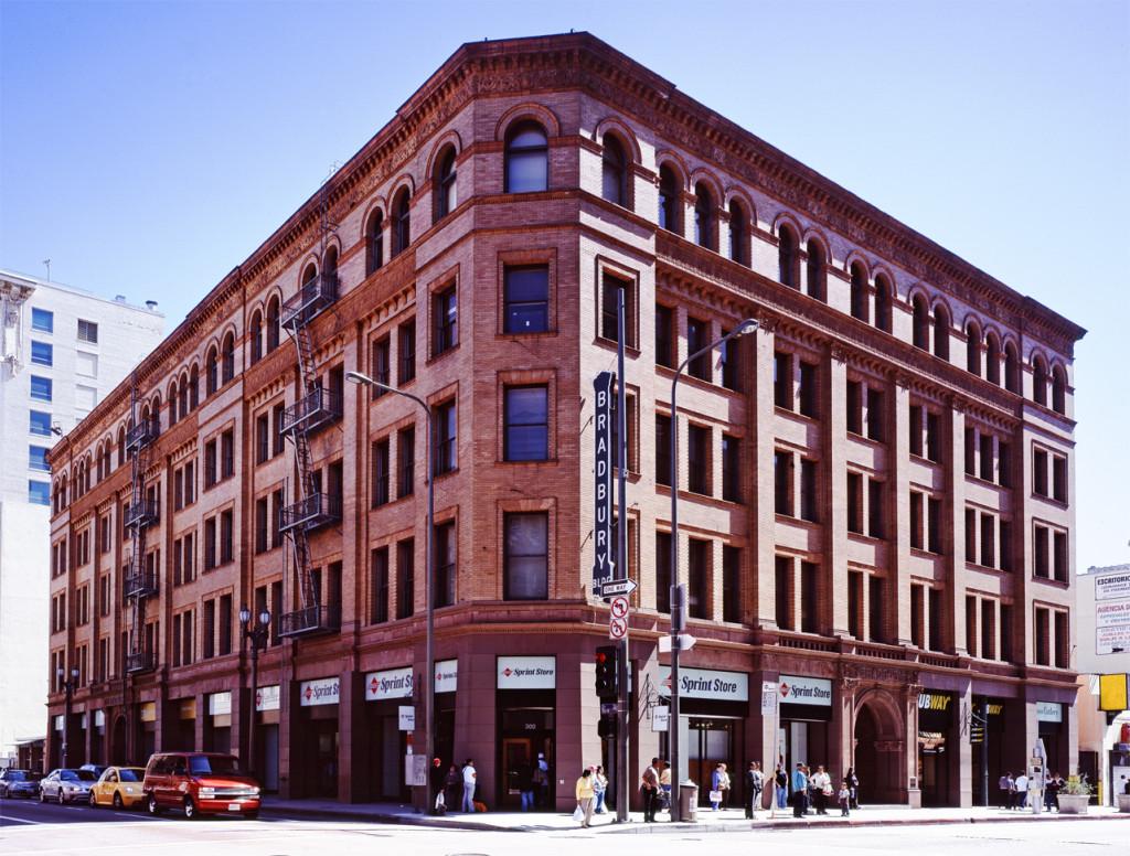Bradbury_building_Los_Angeles_c2005_01383u_crop